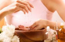 Как бороться с сухой кожей рук?
