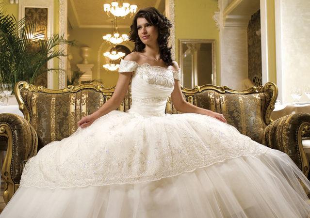 Как подобрать свадебные платья? Разбираемся с силуэтами