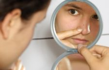 Черные точки на носу: симптоматика, тактика лечения