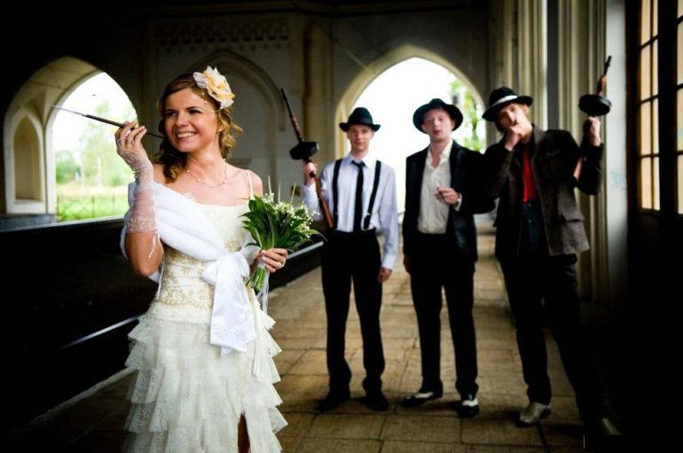 Виды оригинальных свадеб: свадьба – путешествие, свадьба в стиле «ретро», свадьба в клубе.