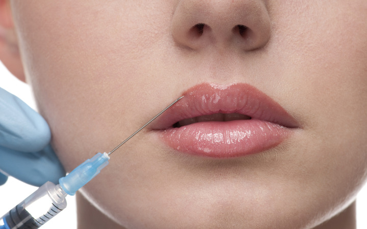 Как происходит увеличение губ гиалуроновой кислотой