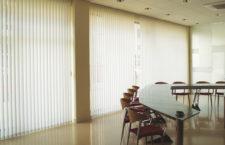 Жалюзи — популярный способ украшения окна